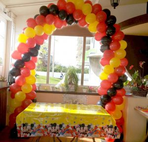Arco em Balões de cores à sua escolha.
