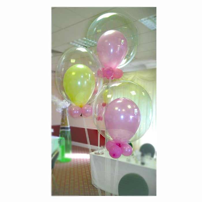Centro de mesa com 3 conjuntos de Balões duplos + 4 balões pequenos na base.