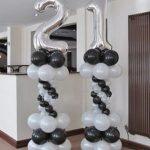 2 Colunas de Balões com Balão em forma de número no topo.