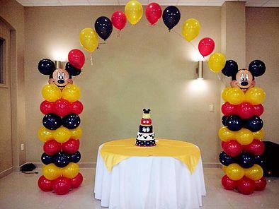 2 Colunas de Balões com Balão do tema e Arco em balões