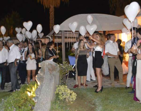 Balões em forma de coração cheios com hélio, largade de balões para casamentos algarve, largade de balões luminosos para corte do bolo Algarve
